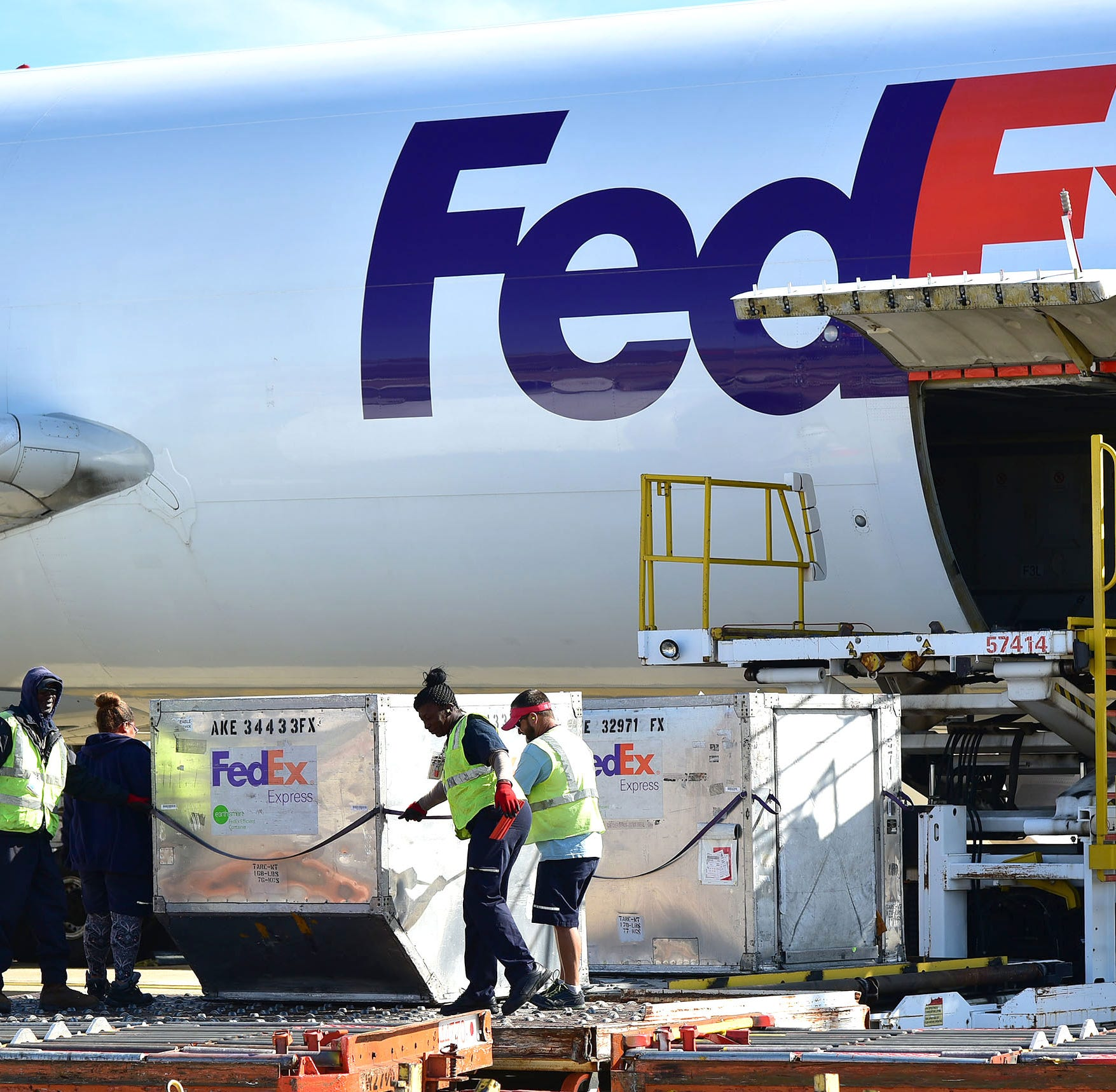 FedEx to hire 3,800 seasonal workers in Memphis to help with holiday deliveries