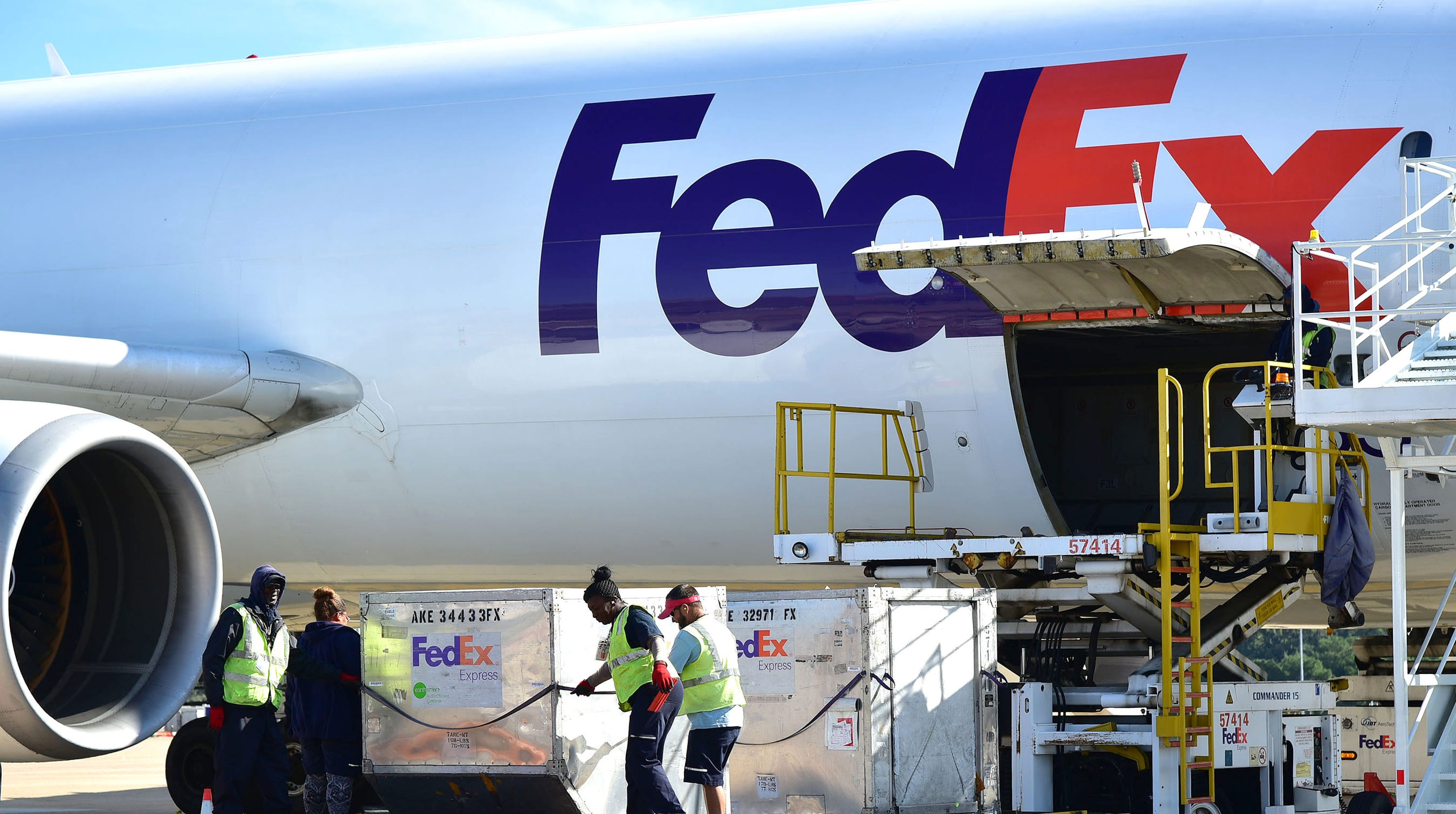 Amazon buying FedEx possible, analysts say, but does it make sense?