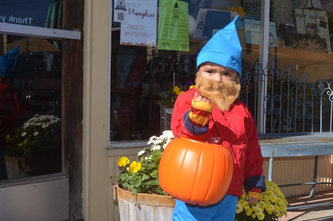 Downtown Gallatin businesses will greet trick-or-treaters with sweet treats on Halloween.