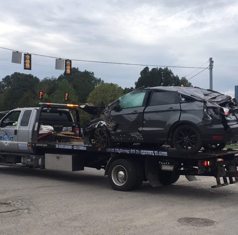 Officers searching for driver after police pursuit ends in I-40 wreck in Fairview area