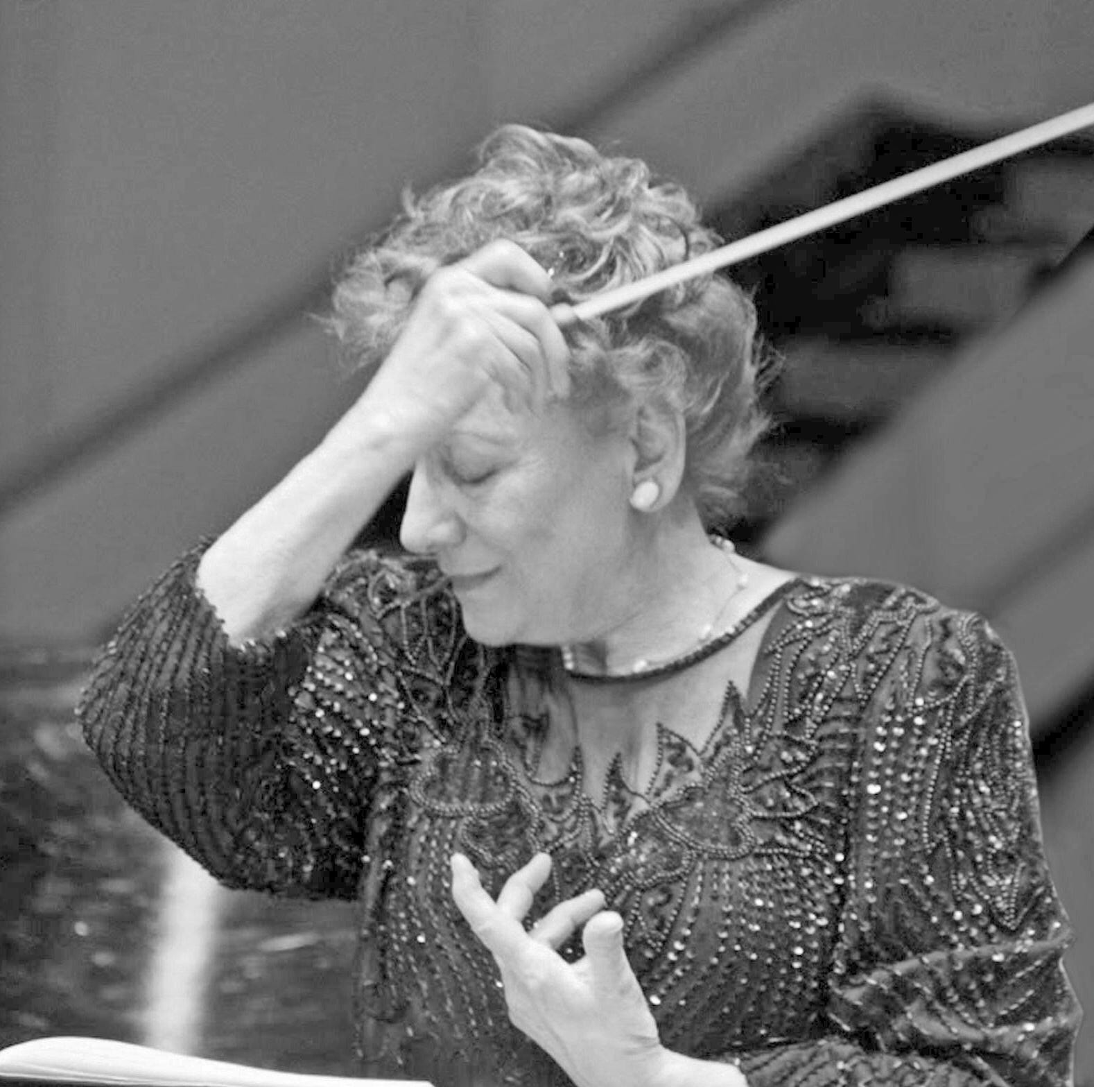 New Horizons Symphony dedicates fall concert to previous music director and conductor