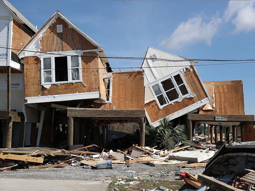Las casas dañadas se ven después de que el huracán Michael atravesara el área el 11 de octubre de 2018 en Mexico Beach, Florida. El huracán golpeó con vientos de categoría 4 que causaron daños mayores.