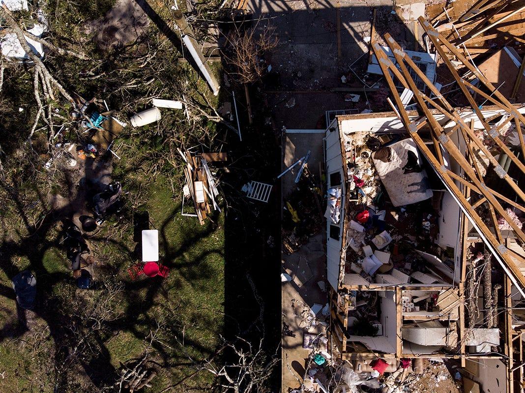 El daño por tormenta se ve tras el huracán Michael el 11 de octubre de 2018 en la ciudad de Panamá, Florida. - Los residentes de Florida Panhandle se despertaron a las escenas de devastación el jueves después de que Michael abrió un camino a través de la región costera como un poderoso huracán que mató al menos a dos personas.