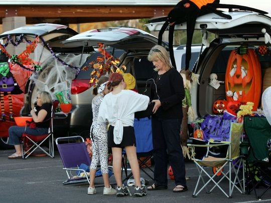 El estacionamiento de la Iglesia Metodista del Norte de Scottsdale se llenará de autos con baúles abiertos decorados y llenos de golosinas para los pequeños trucos o golosinas.