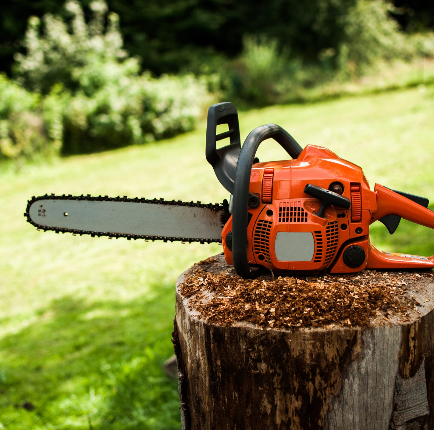 Chainsaw-wielding father attacks son mowing lawn, loses leg