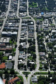 State Roade 60 (formerly Osceola Boulevard) is also know as the Twin Pairs in the City of Vero Beach, and 20th Street. This view is looking east from 20th Avenue in 2014.