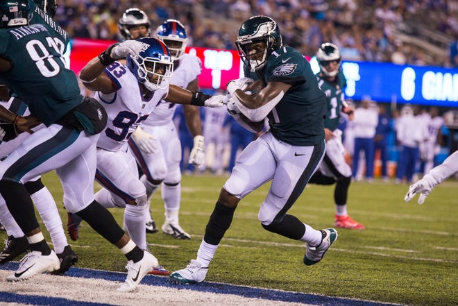 Eagles' Alshon Jeffery (17) walks into the end zone to score against the New York Giants Thursday at MetLife Stadium.