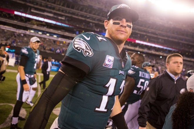 Eagles' Carson Wentz heads back to the locker room Thursday at MetLife Stadium.