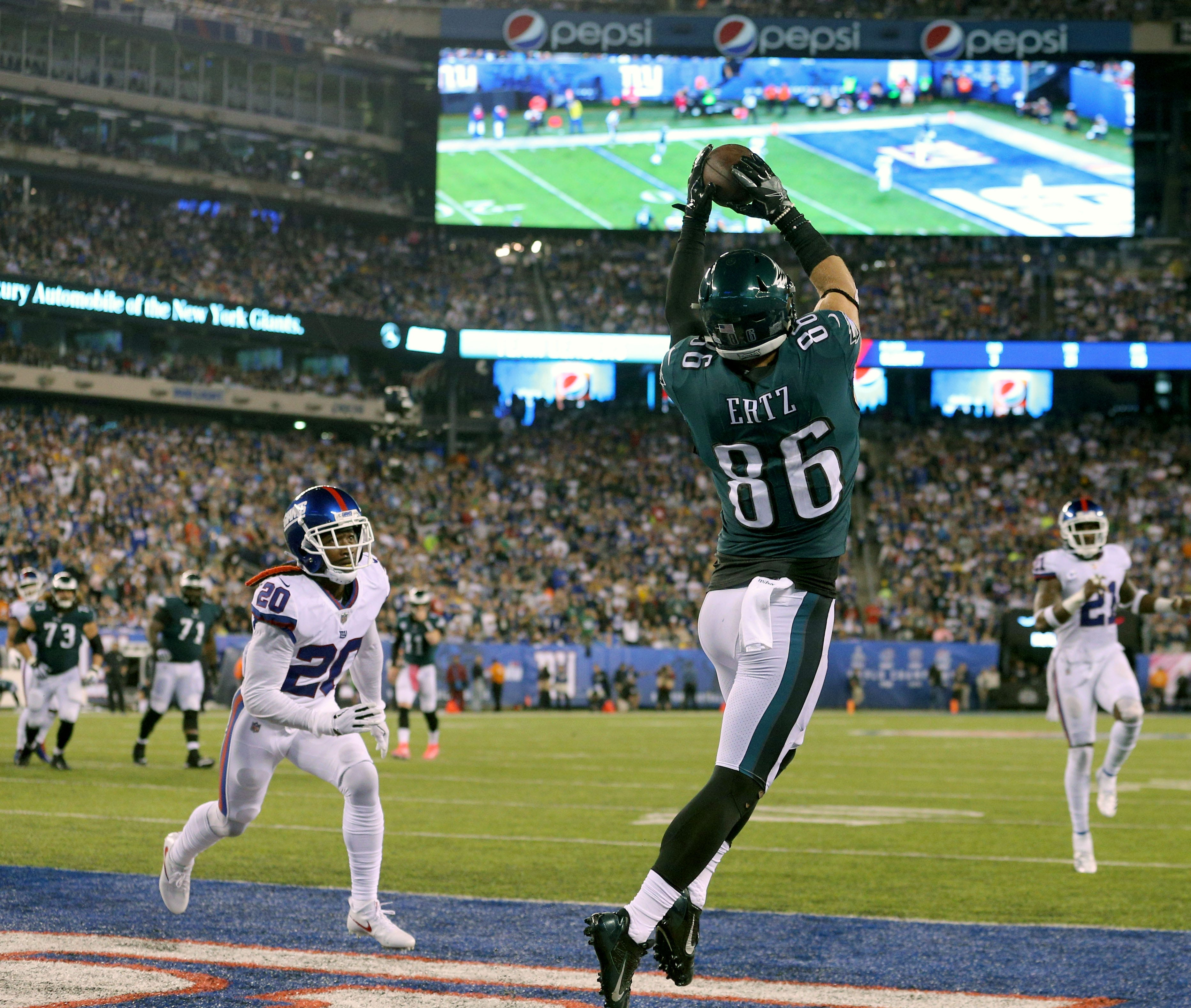 Philadelphia Eagles tight end Zach Ertz catches a touchdown pass against the New York Giants during the second quarter at MetLife Stadium.