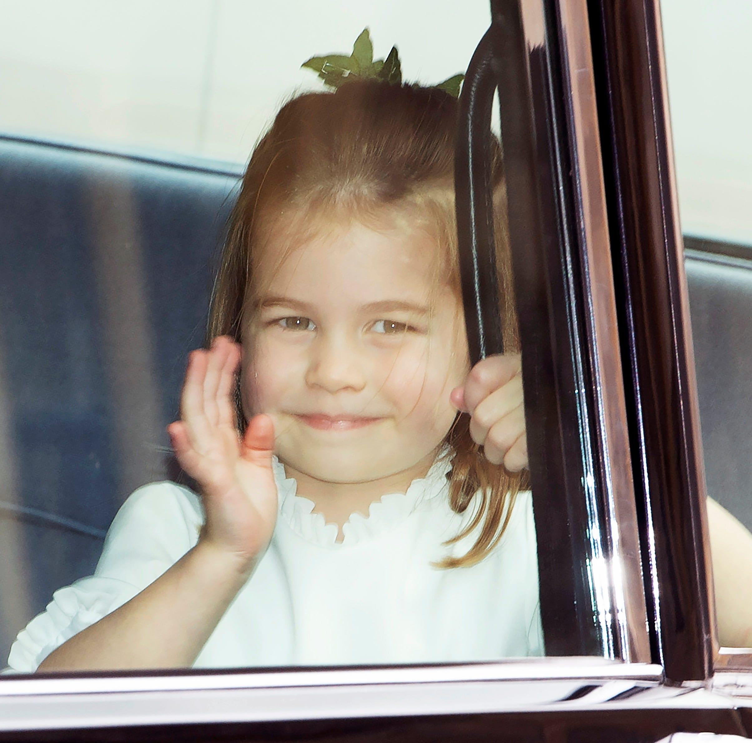 epa07087803 Princess Charlotte waves to people as she arrives for the royal wedding ceremony of Princess Eugenie of York and Jack Brooksbank at St George's Chapel at Windsor Castle, in Windsor, Britain, 12 October 2018.  EPA-EFE/FACUNDO ARRIZABALAGA ORG XMIT: VF001