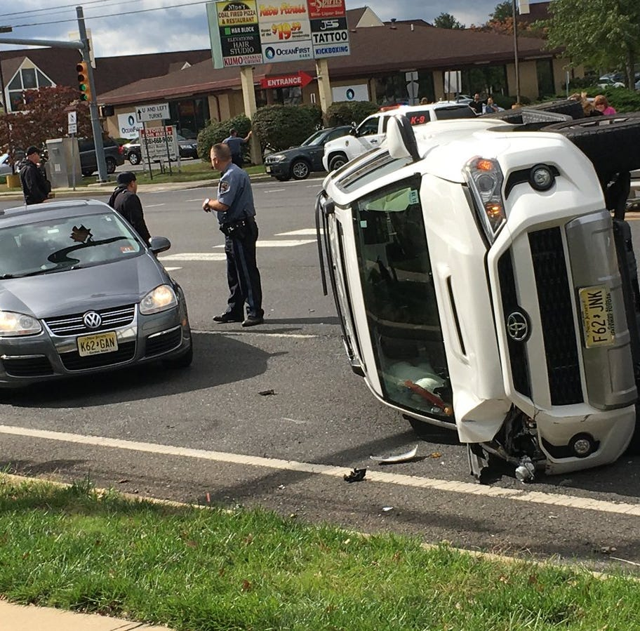 Brick Boulevard 3-vehicle accident forces lane closures