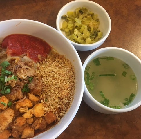 Bill's Bites: Shwe Mandalay offers introduction to Burmese cuisine