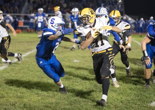 Paint Valley's Iann Cockrell runs the ball against Southeastern in a 35-27 win over the Panthers at Southeastern High School in 2018.