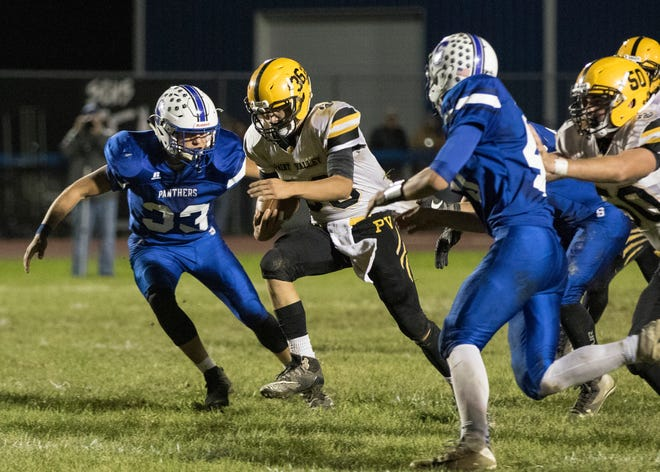 Paint Valley's Lane Mettler runs the ball during a 35-27 win over Southeastern in 2018 at Southeastern High School.