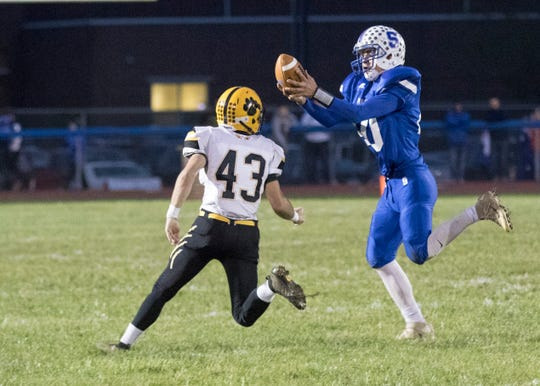 Paint Valley defeated Southeastern Friday night at Southeastern High School 35-27.