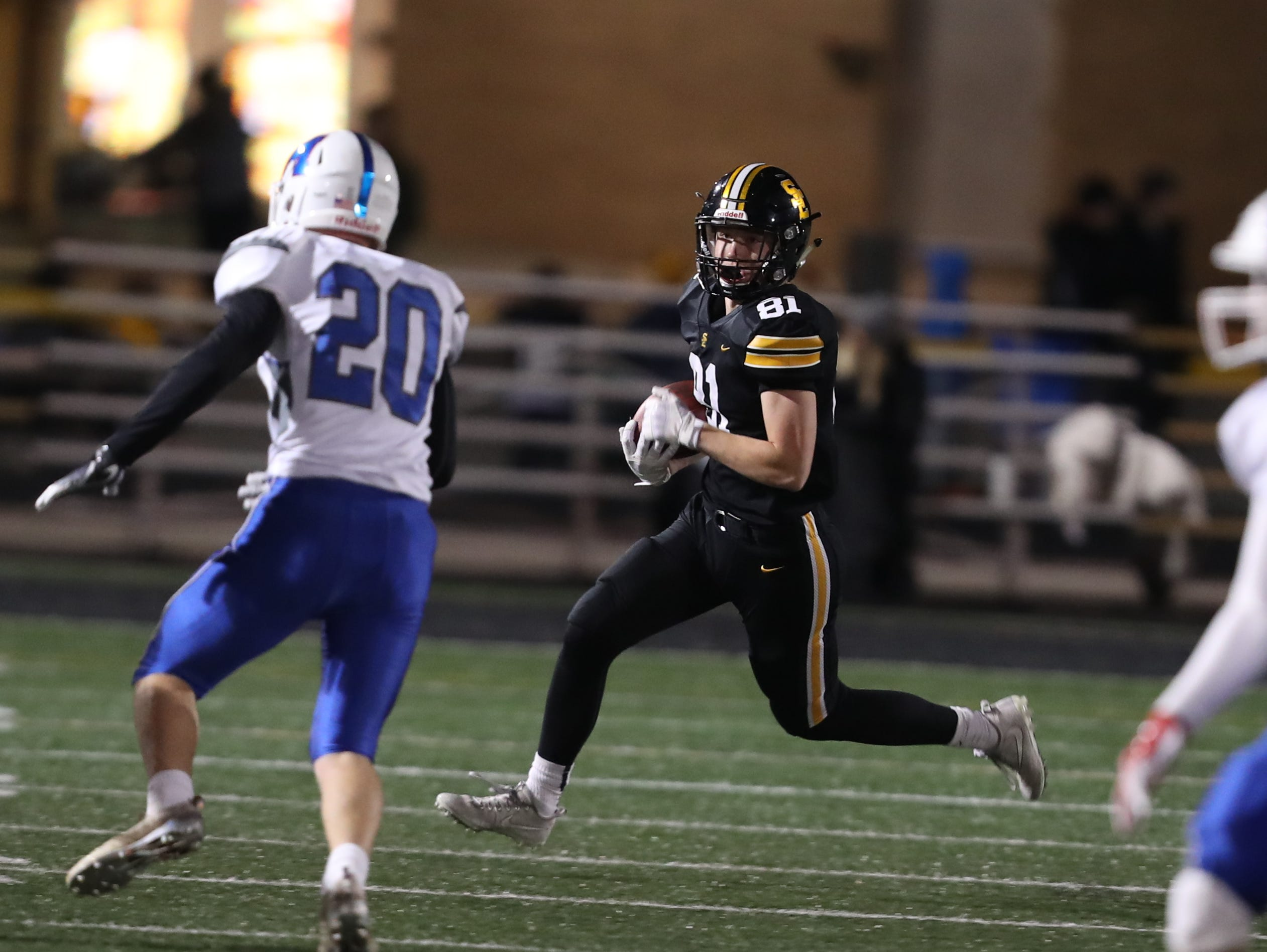 Southeast Polk Rams Brock Stiles (81) carries the football against the Marshalltown Bobcats at SE Polk Stadium. The Rams beat the Bobcats 56 to 7.
