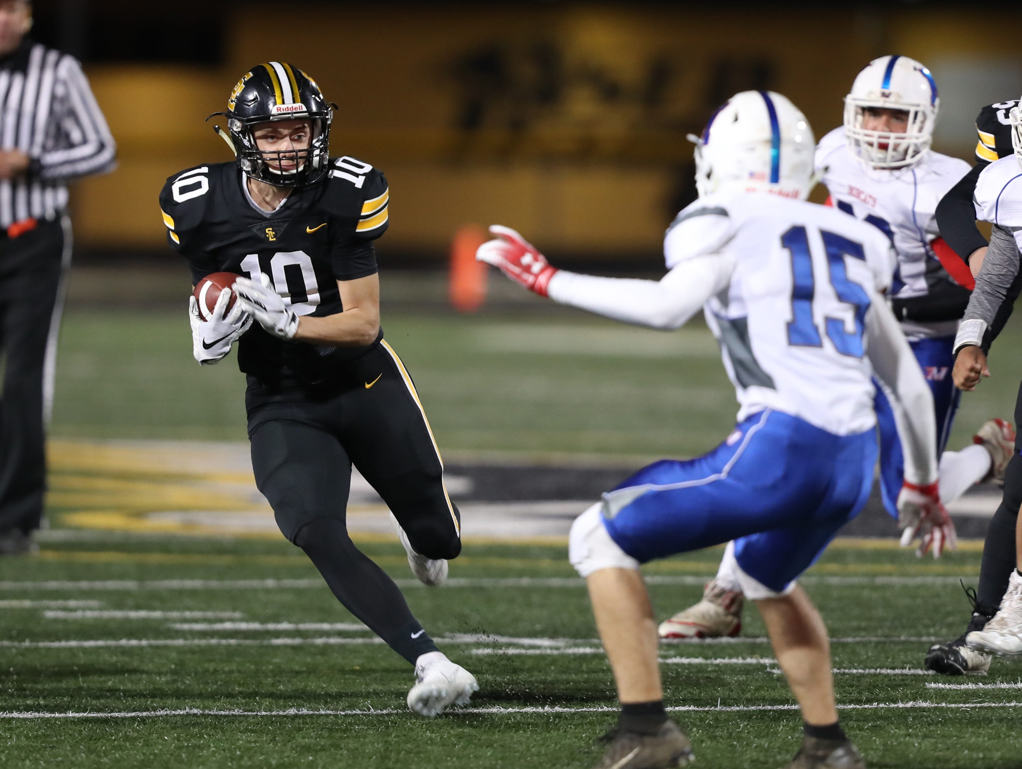 Southeast Polk Rams Mason Fairchild (10) runs for a touchdown against the Marshalltown Bobcats at SE Polk Stadium. The Rams beat the Bobcats 56 to 7.