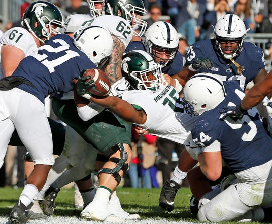Michigan State's La'Darius Jefferson scores a touchdown against Penn State during the first half.