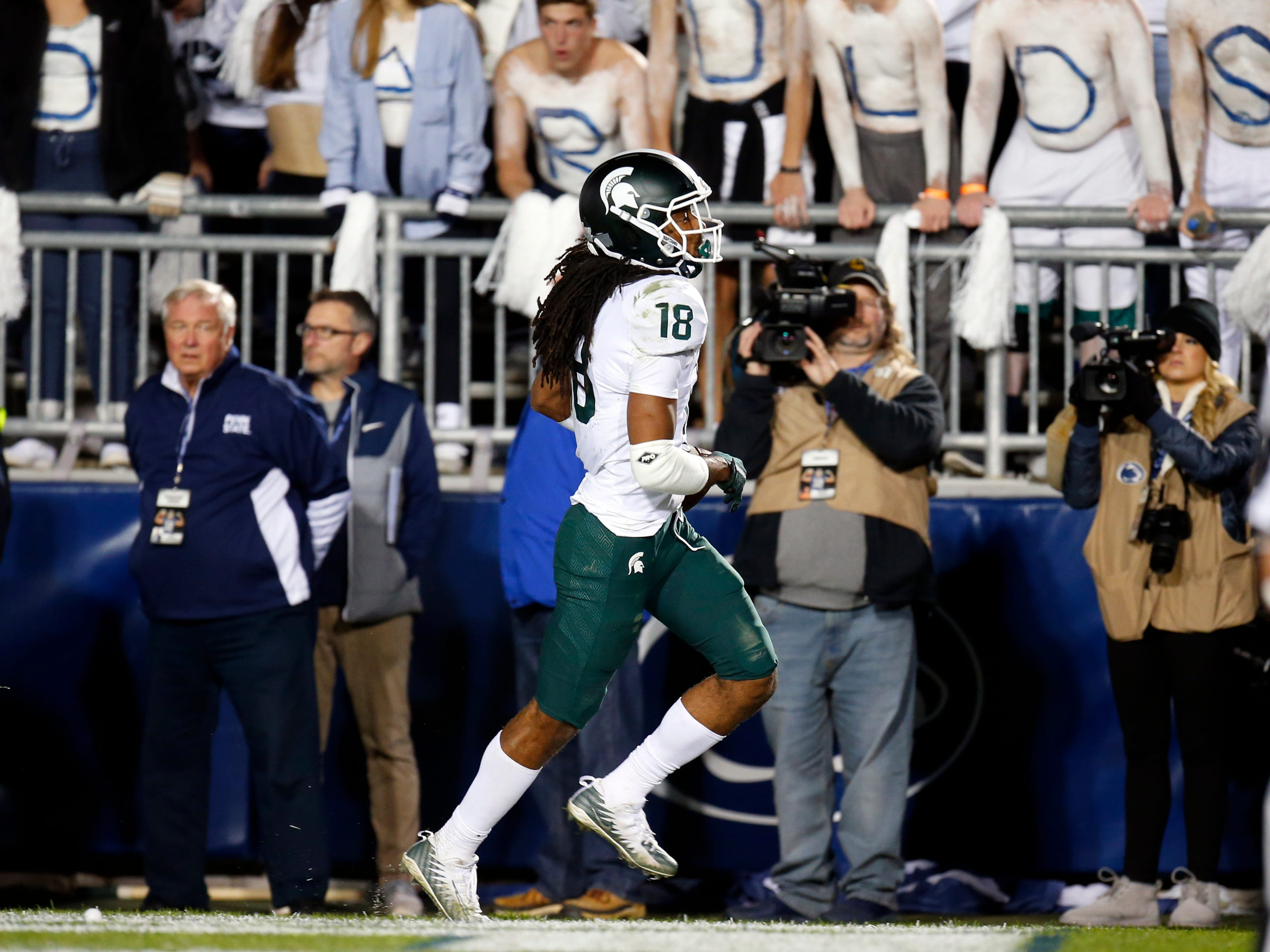 STATE COLLEGE, PA - OCTOBER 13:  Felton Davis III #18 of the Michigan State Spartans celebrates after catching a 25 yard touchdown pass in the fourth quarter against Amani Oruwariye #21 of the Penn State Nittany Lions on October 13, 2018 at Beaver Stadium in State College, Pennsylvania.  (Photo by Justin K. Aller/Getty Images)