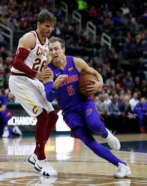 Pistons guard Luke Kennard (5)