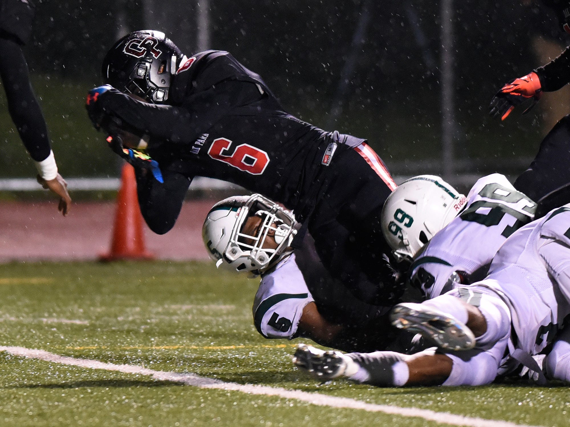 Oak Park running back Torriano Richardson (6) dives across the goal line for a touchdown against West Bloomfield during the third quarter.