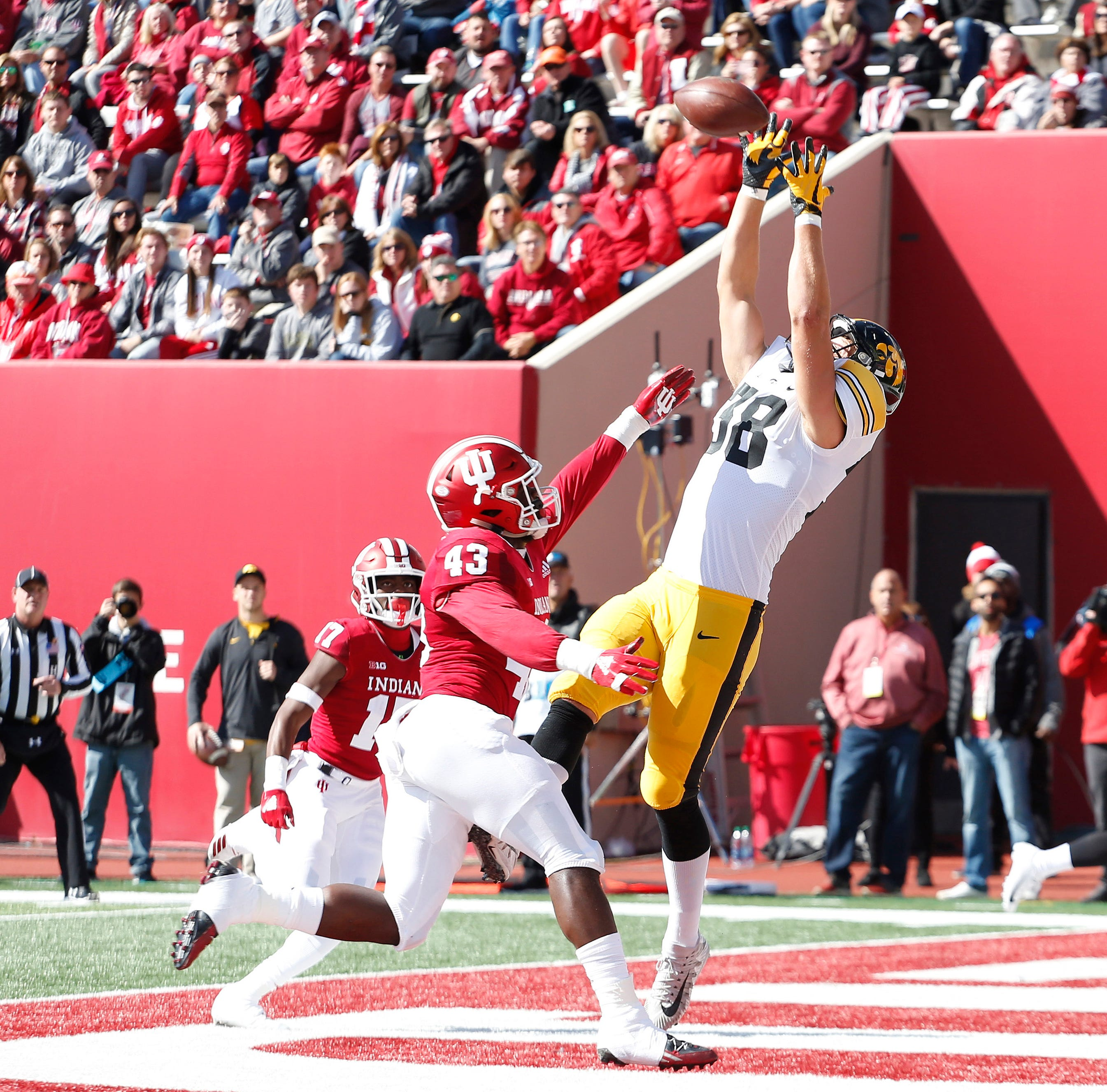 Hockenson showing star power of his own as Hawkeye tight end