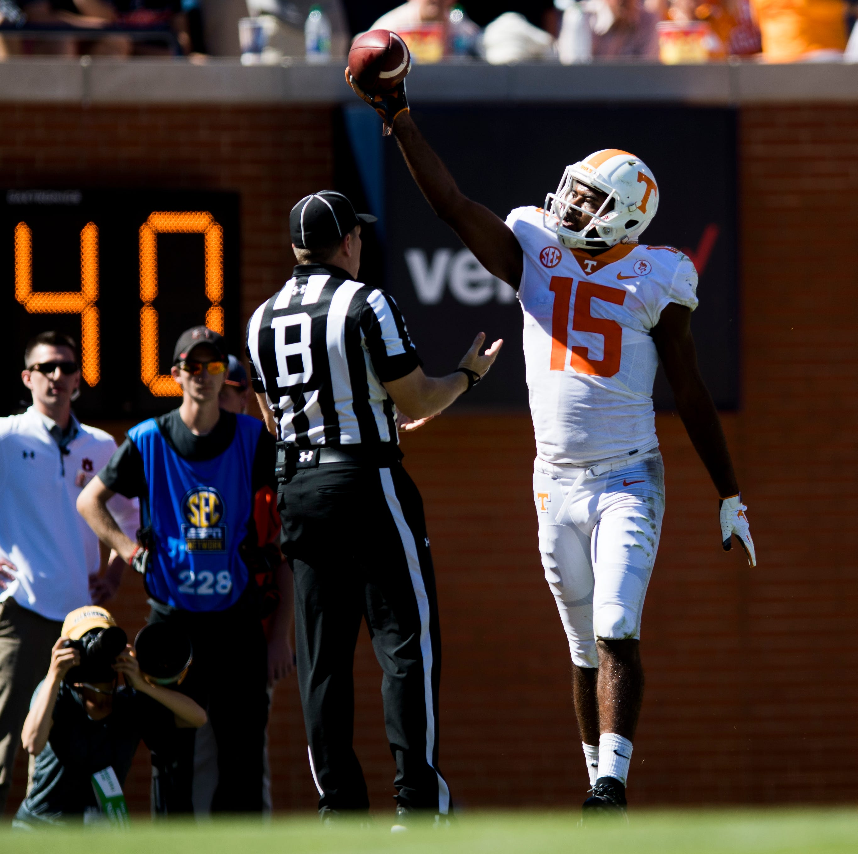 UT Vols football finds something extra in Jarrett Guarantano, receivers to raise hopes