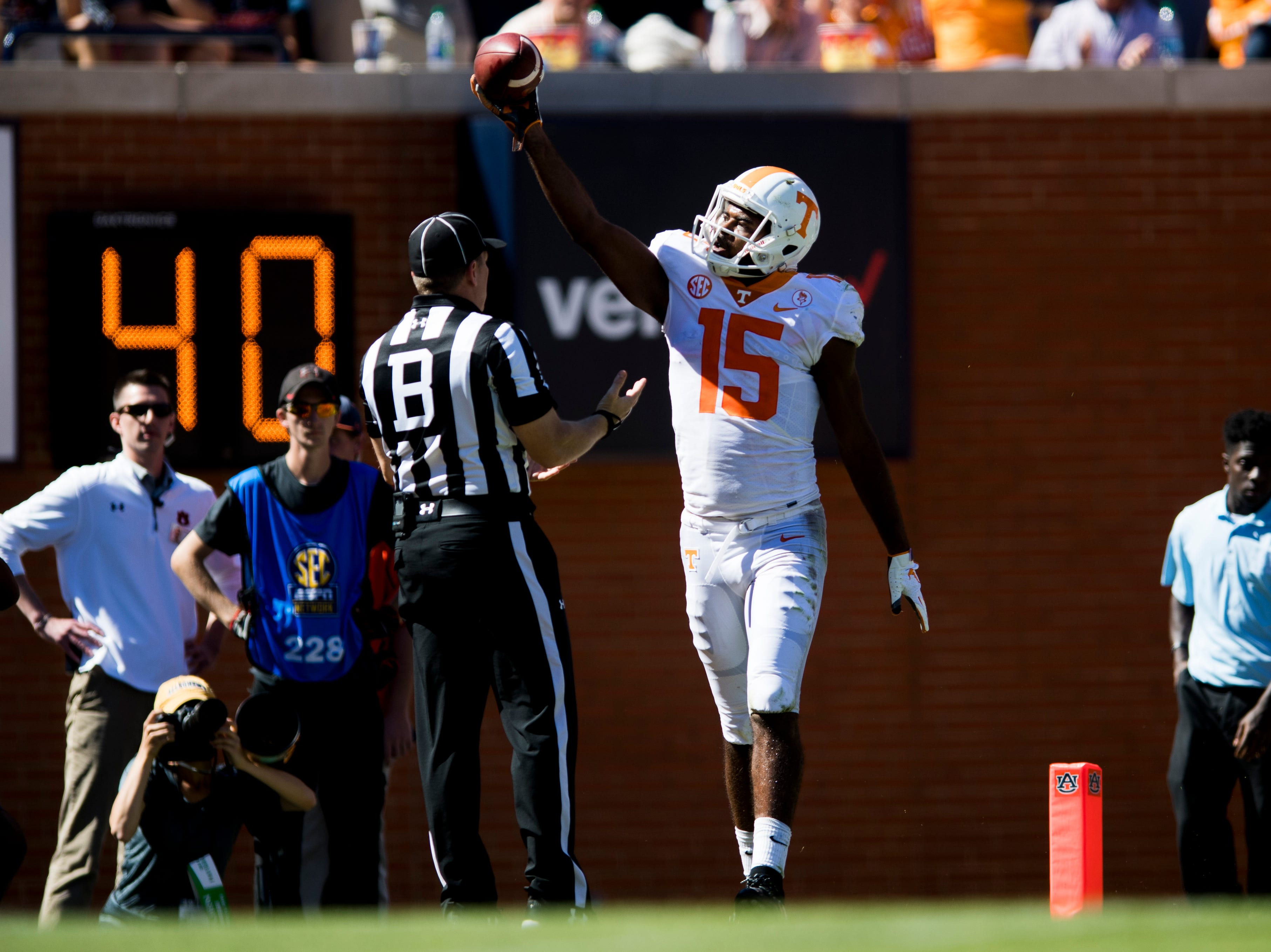 Tennessee wide receiver Jauan Jennings (15) scores a touchdown during a game between Tennessee and Auburn at Jordan-Hare Stadium in Auburn, Alabama on Saturday, October 13, 2018.