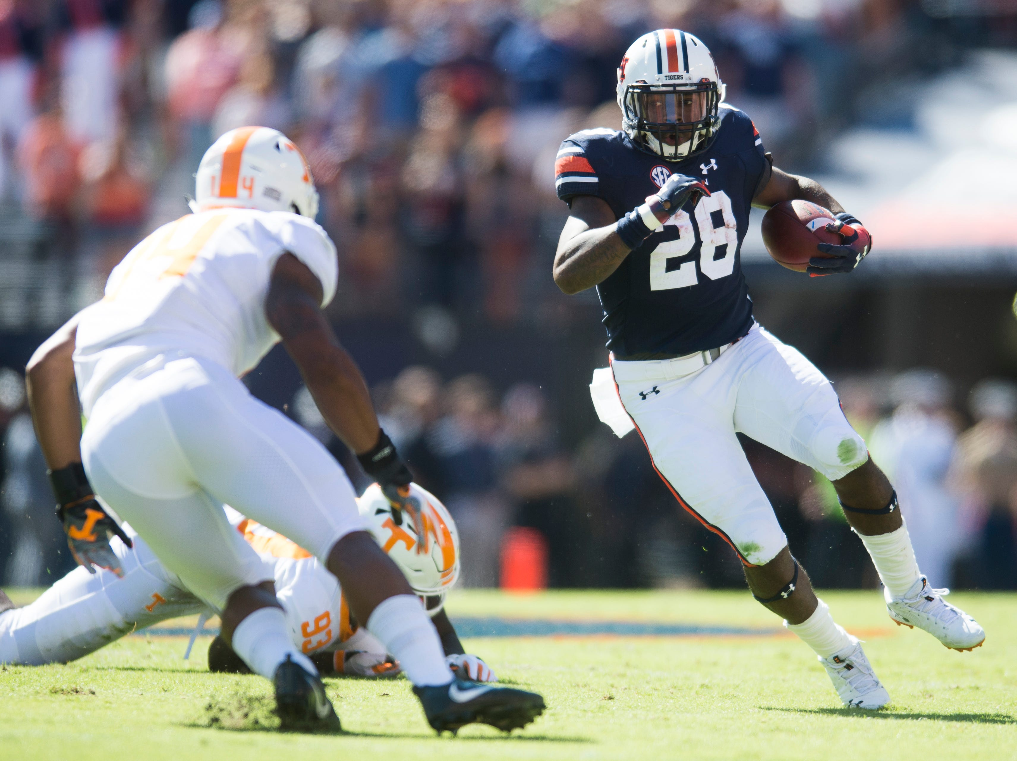 Auburn running back JaTarvious Whitlow (28) runs past the Tennessee defense during a game between Tennessee and Auburn at Jordan-Hare Stadium in Auburn, Alabama on Saturday, October 13, 2018.