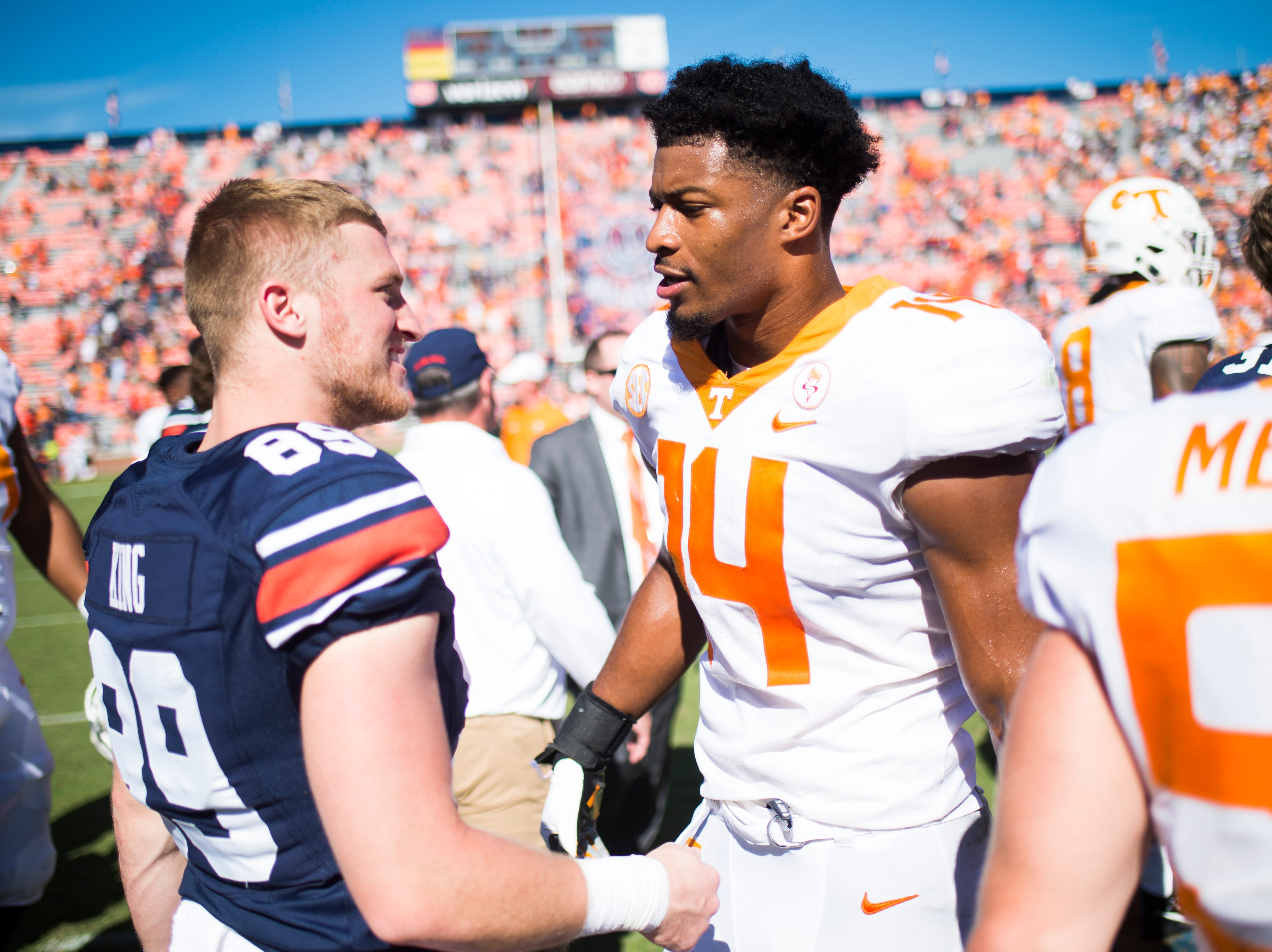 Auburn wide receiver Griffin King (89) and  Tennessee linebacker Quart'e Sapp (14) shake hands during a game between Tennessee and Auburn at Jordan-Hare Stadium in Auburn, Alabama on Saturday, October 13, 2018.