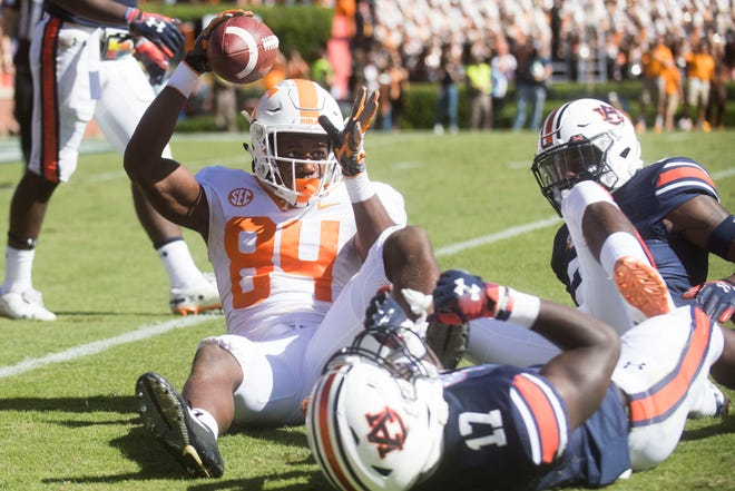 Tennessee wide receiver Josh Palmer (84) raises the ball in the air after catching a long pass during a game between Tennessee and Auburn at Jordan-Hare Stadium in Auburn, Ala. Saturday, Oct. 13, 2018. Tennessee defeated Auburn 30-24.