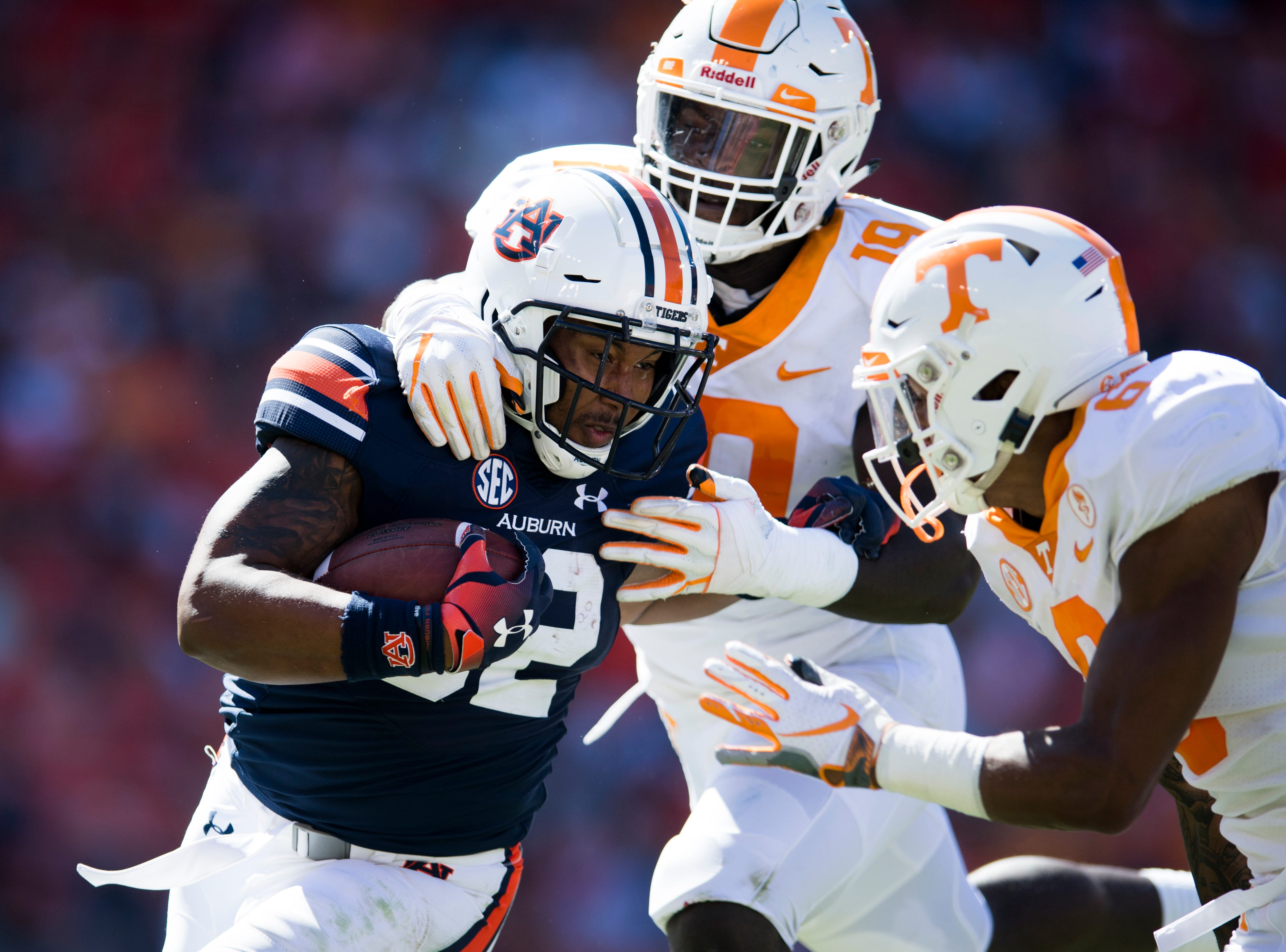 Auburn running back Malik Miller (32) is attacked by Tennessee linebacker Darrell Taylor (19) and Tennessee defensive back/wide receiver Alontae Taylor (6) during a game between Tennessee and Auburn at Jordan-Hare Stadium in Auburn, Alabama on Saturday, October 13, 2018.