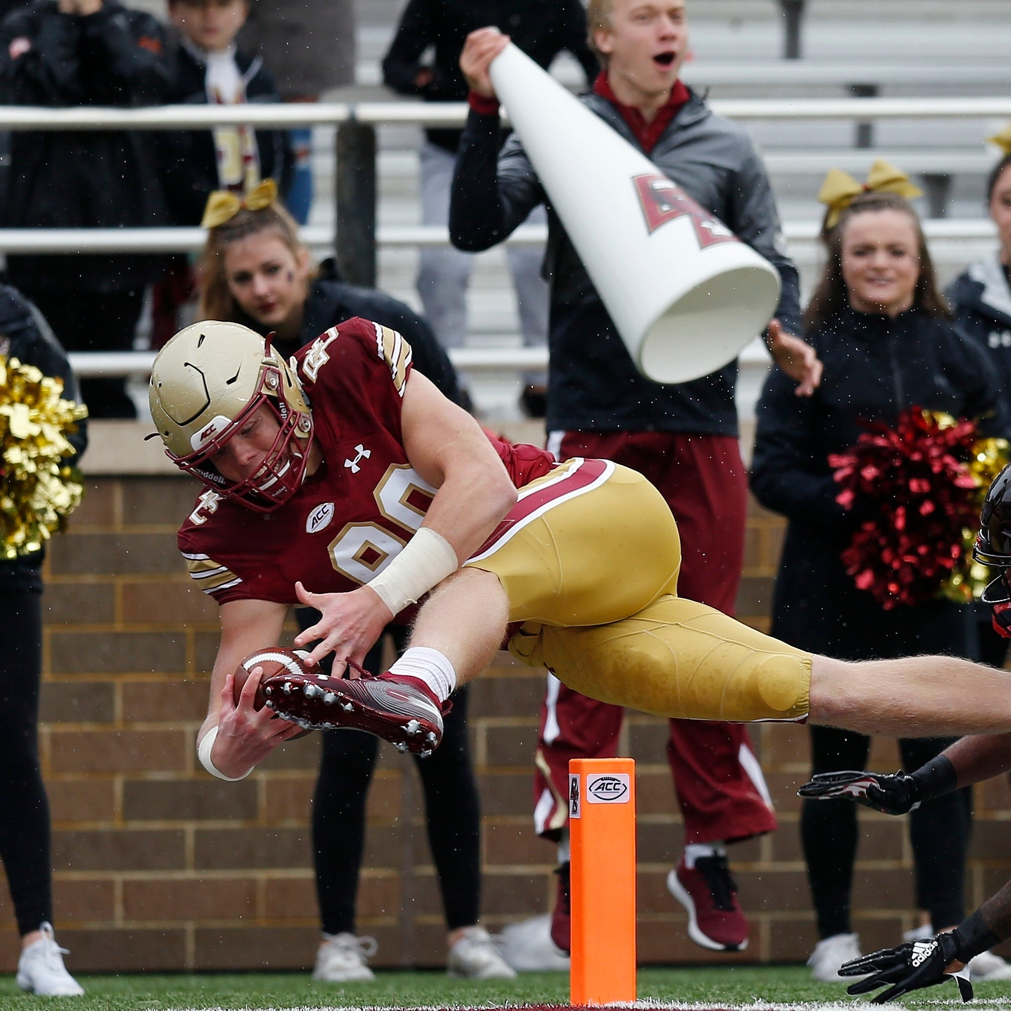 Boston College tight end Hunter Long (80) extends...