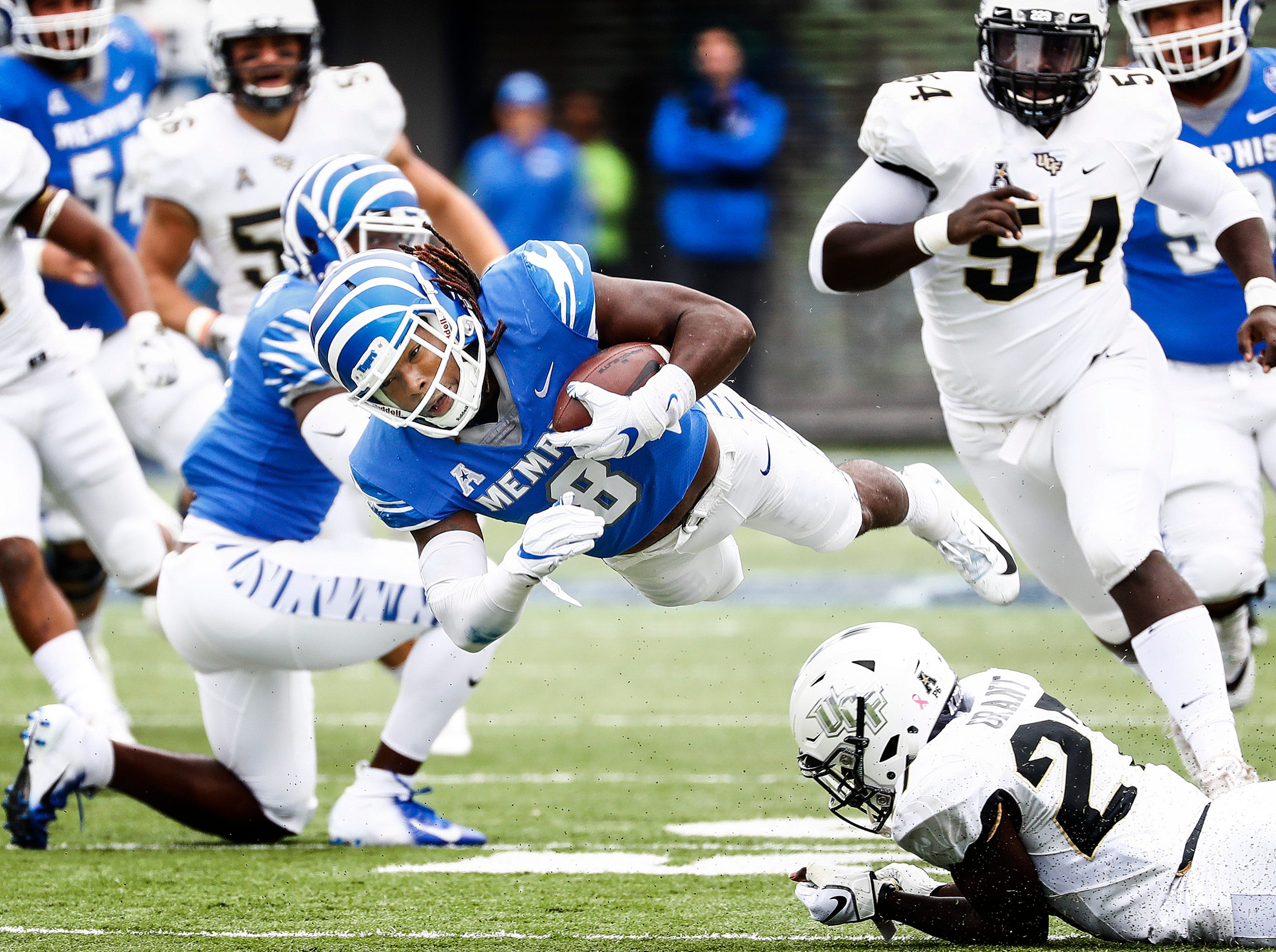 Memphis running back Darrell Henderson gains yards against the Central Florida defense during acton in Memphis, Tenn., Saturday, October 13, 2018.