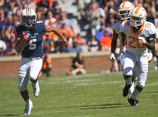 Auburn wide receiver Anthony Schwartz (5) runs the ball in for a touchdown against Tennessee Saturday, Oct. 13, 2018, at Jordan-Hare Stadium in Auburn, Ala.