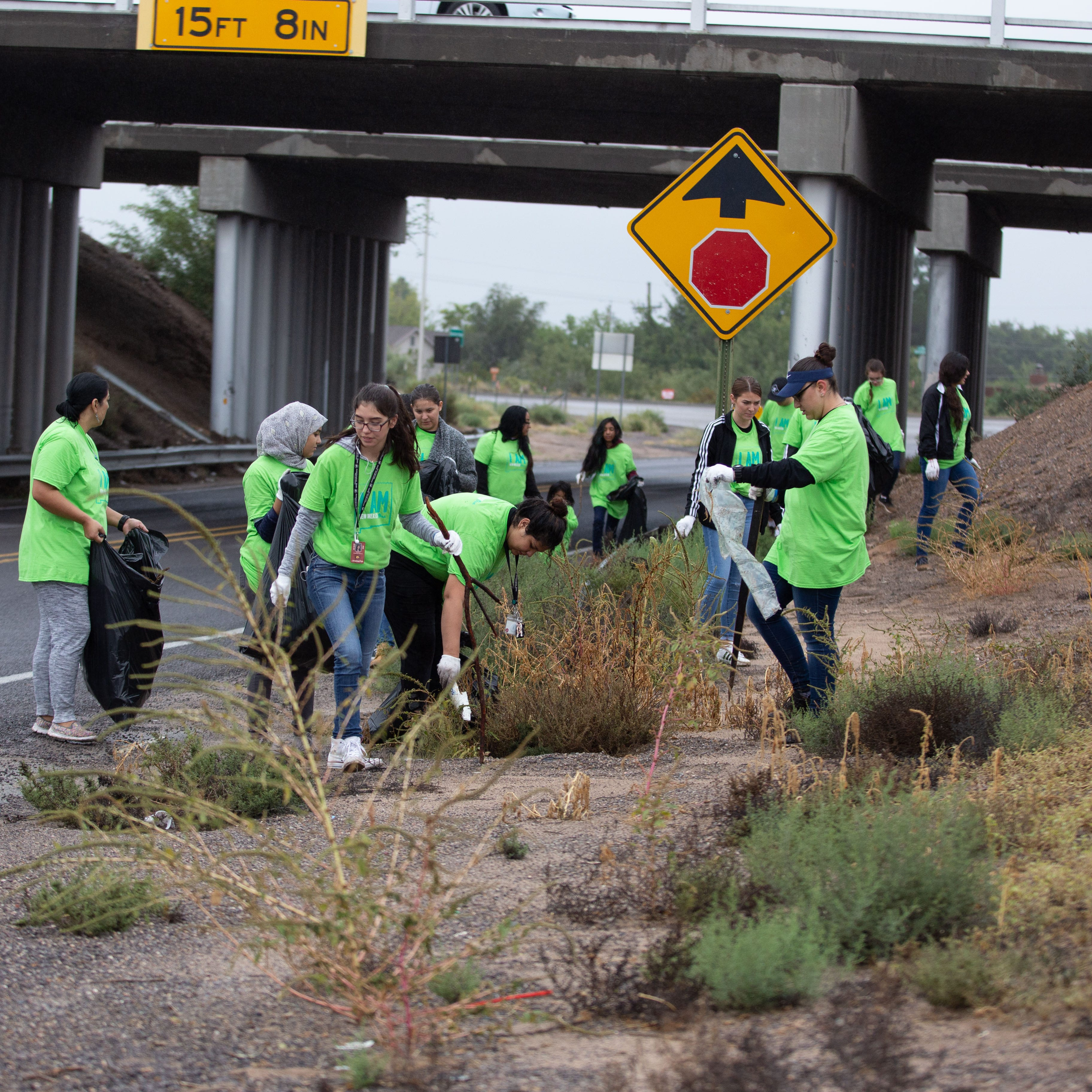 Hundreds of volunteers help clean up city in annual Toss No Mas event