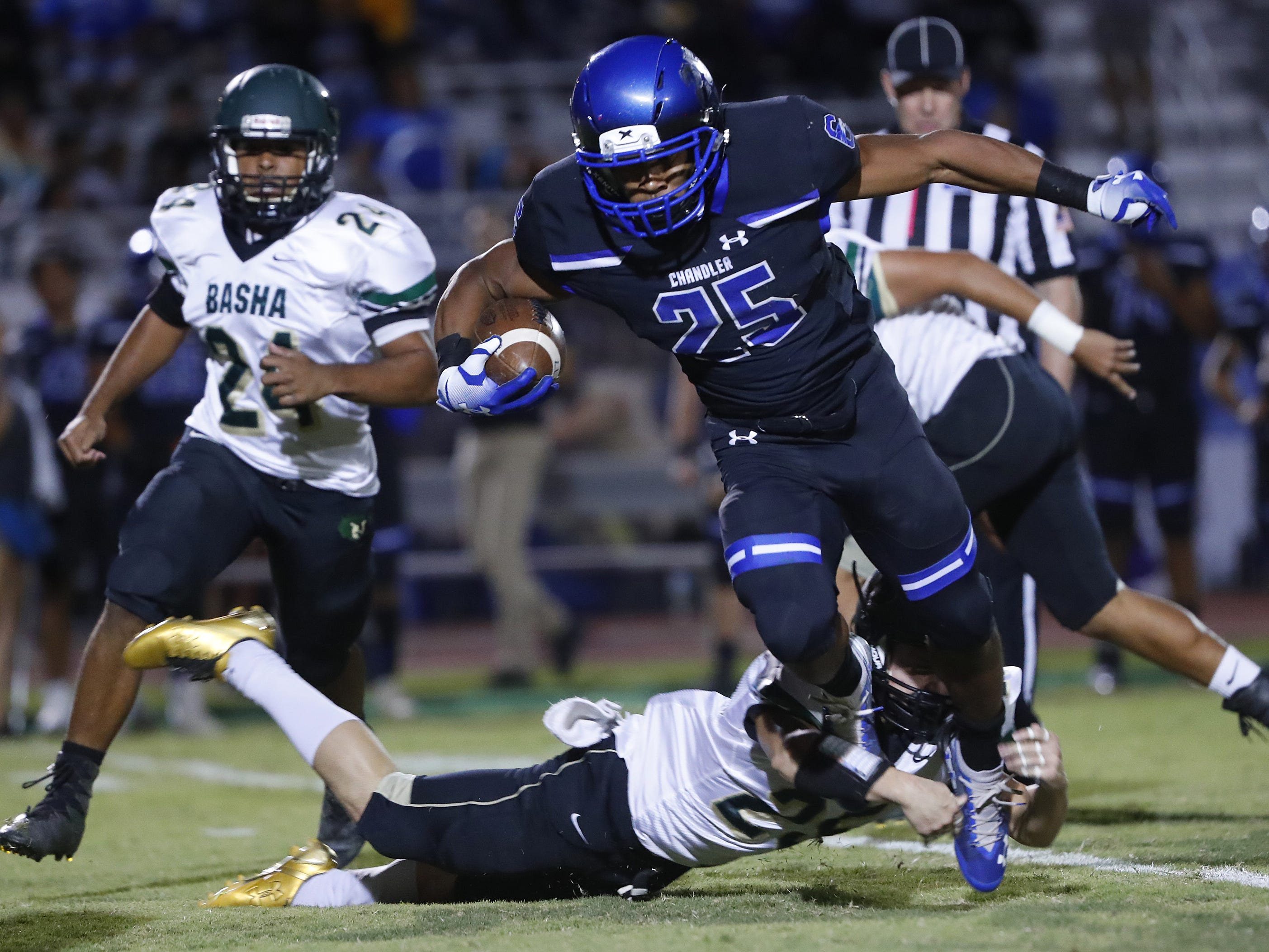 Chandler's DeCarlos Brooks (25) breaks a tackle from Basha's Dylan Quinn (25) at Chandler High School in Chandler, Ariz. on October 12, 2018.