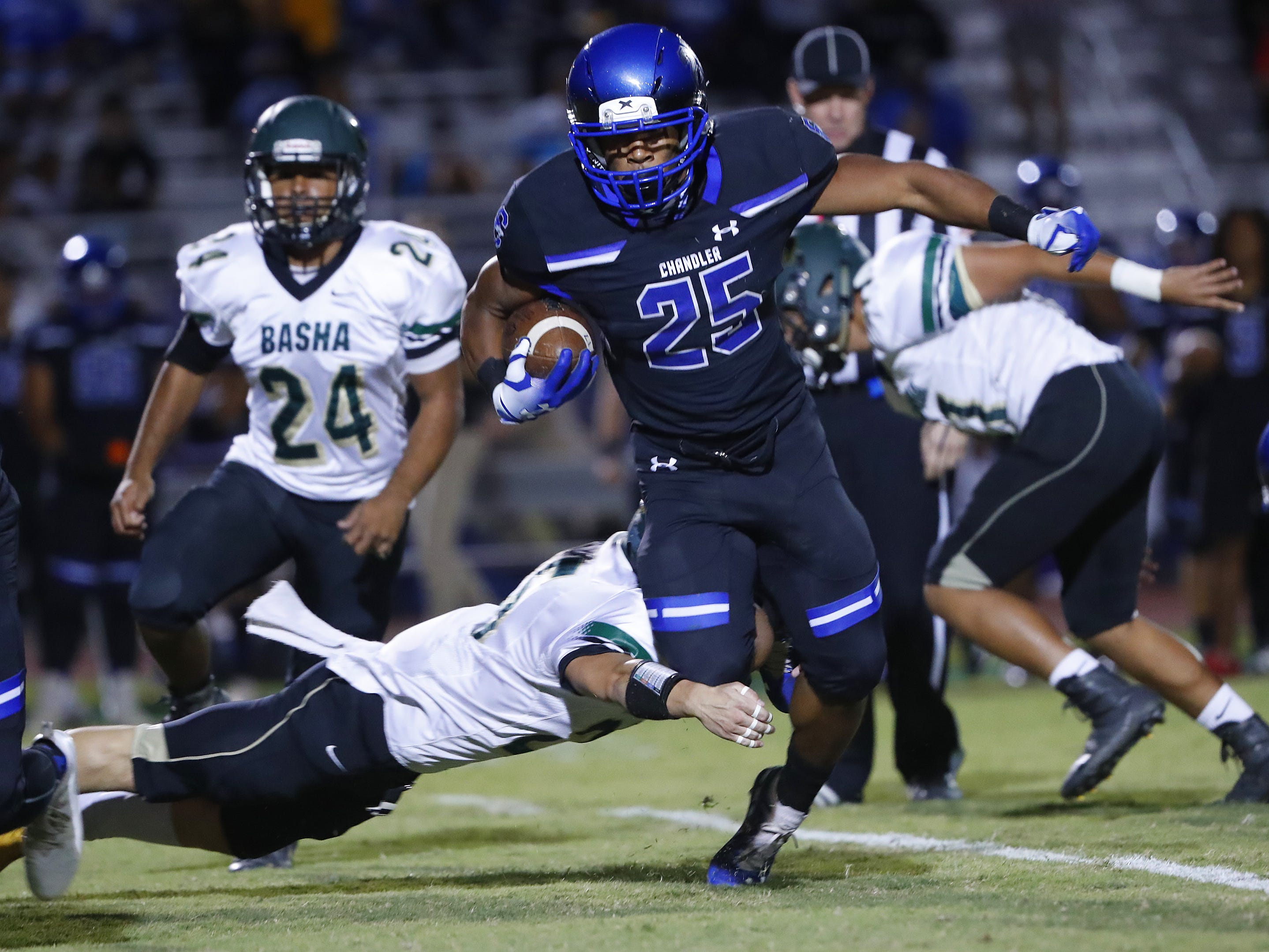 Chandler's DeCarlos Brooks (25) breaks a tackle from Basha's Dylan Quinn (25) at Chandler High School in Chandler, Ariz. on October 12, 2018. #azhsfb
