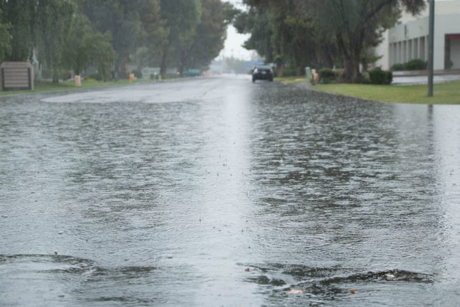 Remnants from Hurricane Sergio have caused minor flooding on streets around the Valley. Carly Henry/The Republic