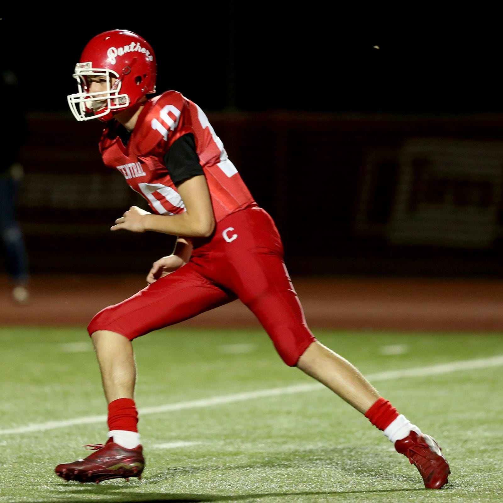 Central freshman QB Brooks Ferguson excels in win over North Salem