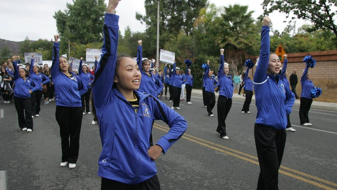 Los Angeles Rams Lead Reyes Adobe Days Parade In Agoura Hills