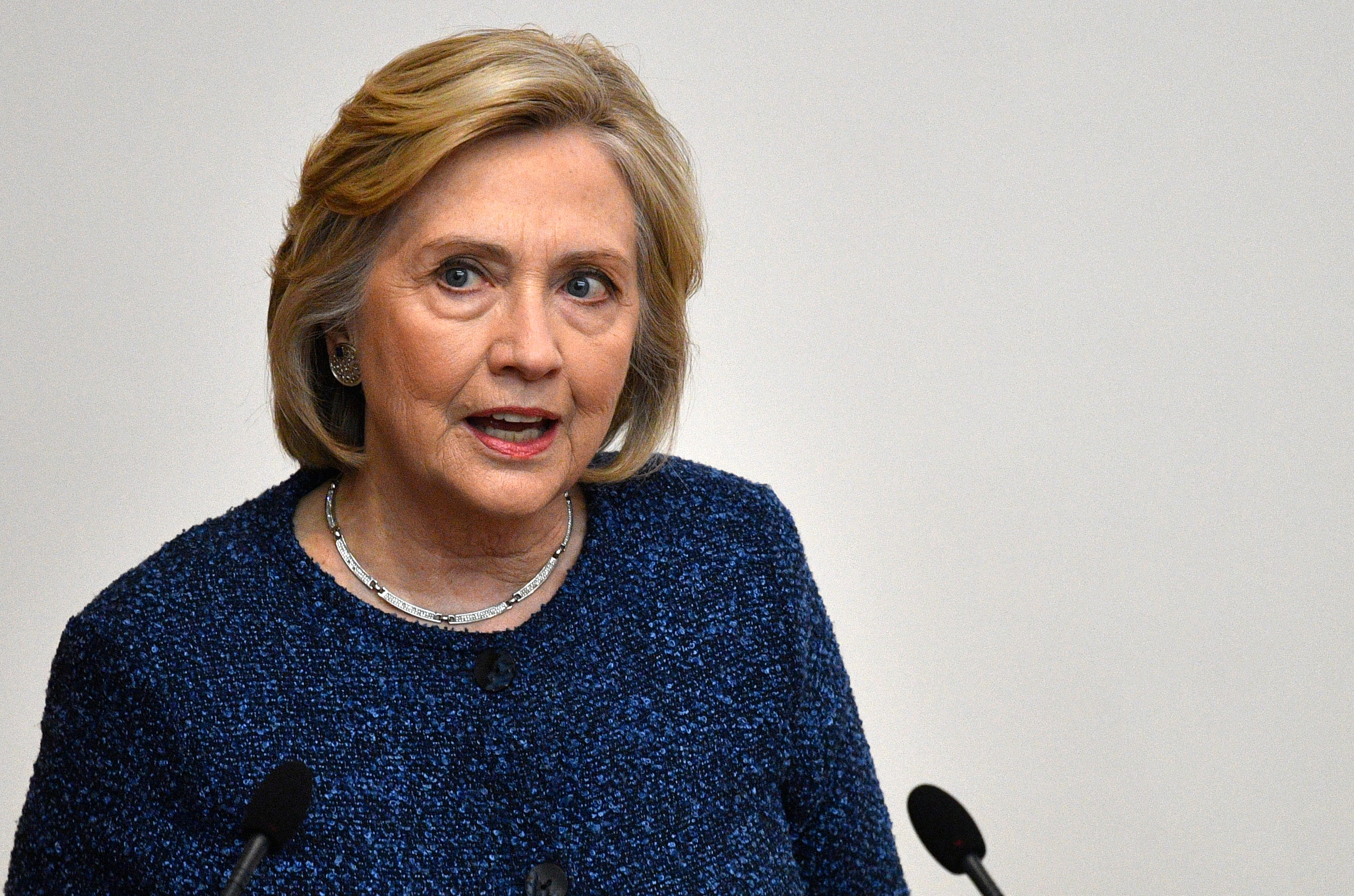 picture Hillary Clinton gets Thanksgiving surprise outside home