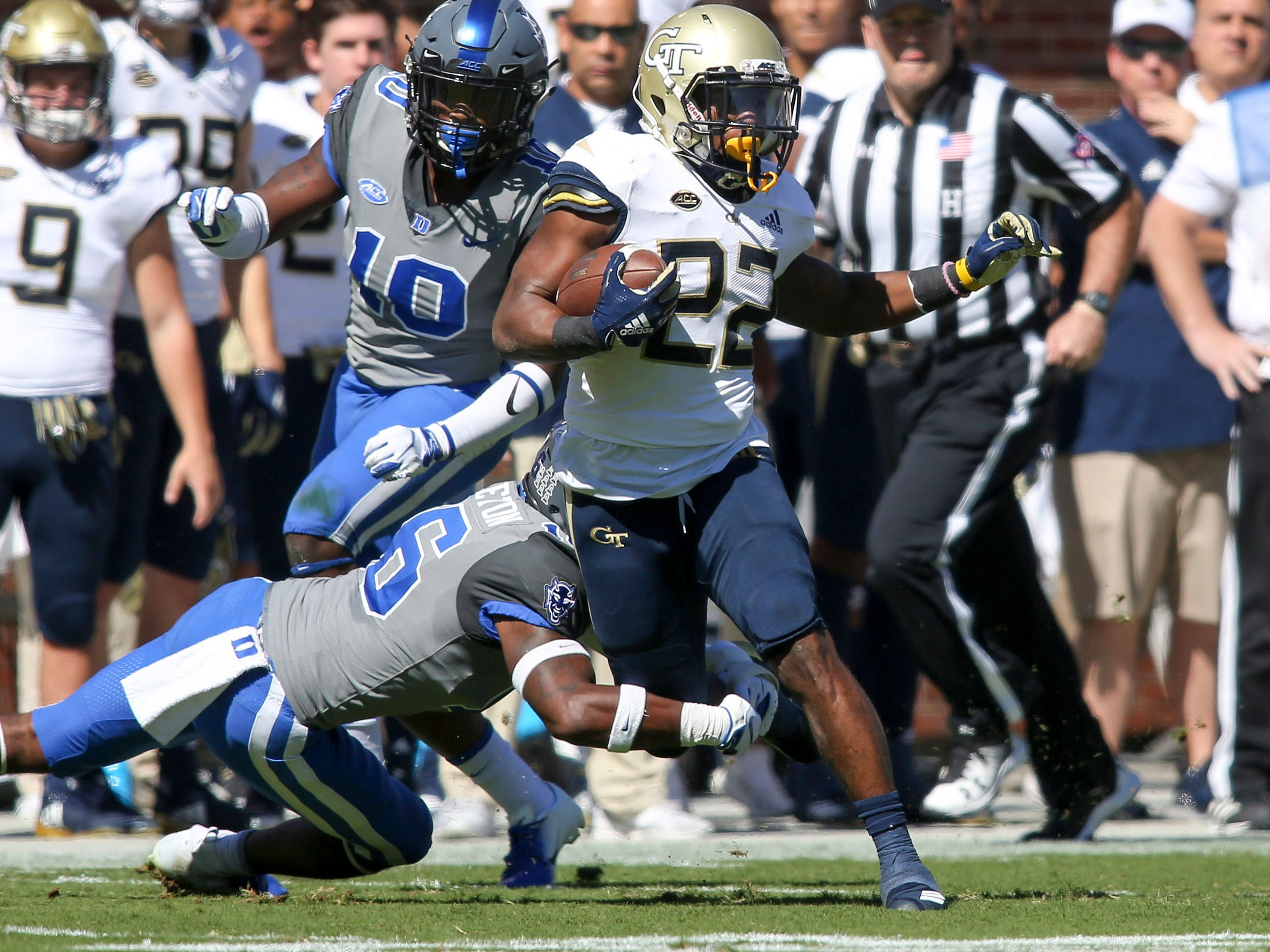 Georgia Tech running back Clinton Lynch runs the ball against Duke during in the first quarter at Bobby Dodd Stadium.