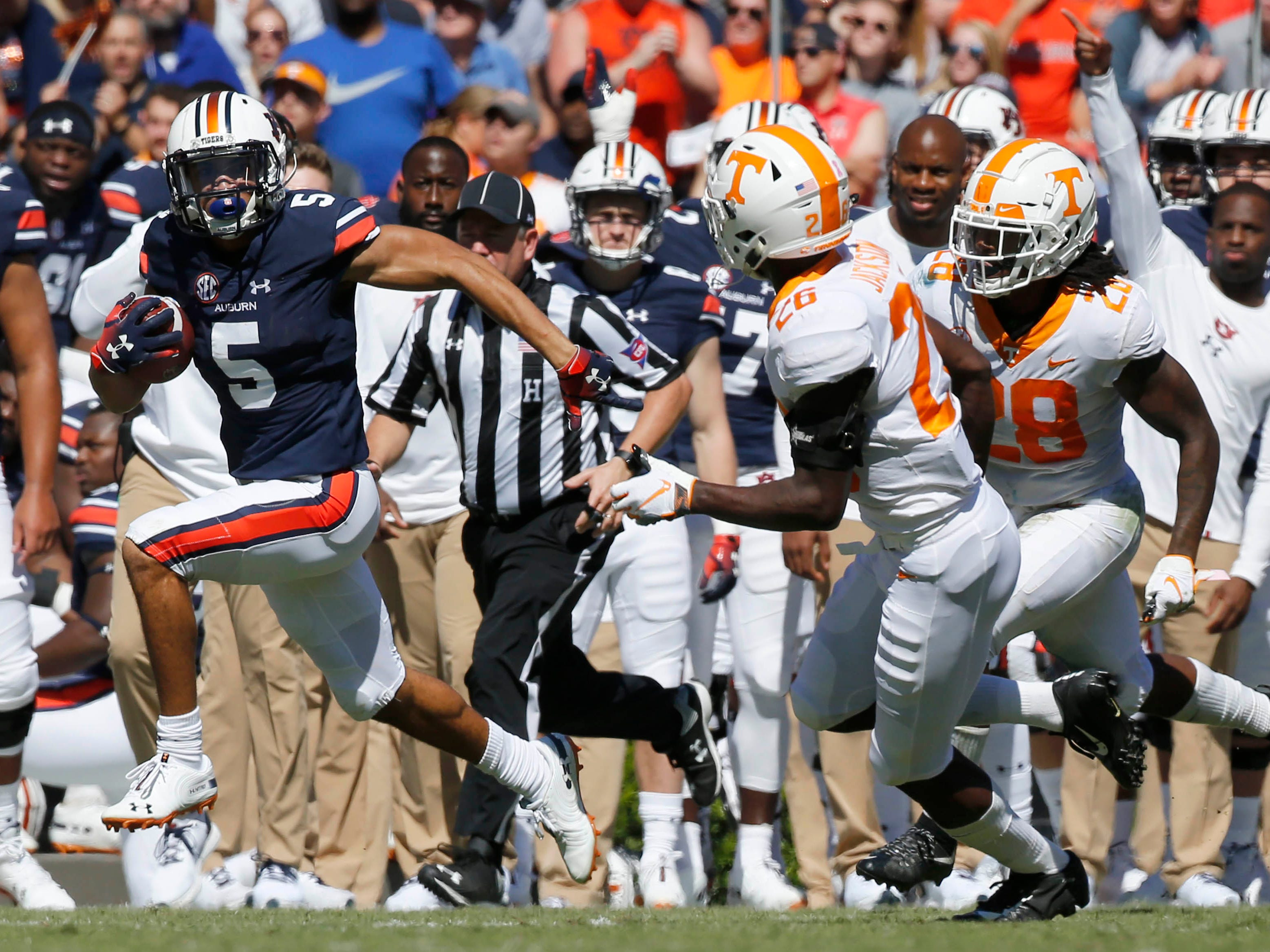 Tennessee defenders Theo Jackson (26) and Baylen Buchanan can't catch Auburn receiver Anthony Schwartz (5), who streaks for a second-quarter touchdown.