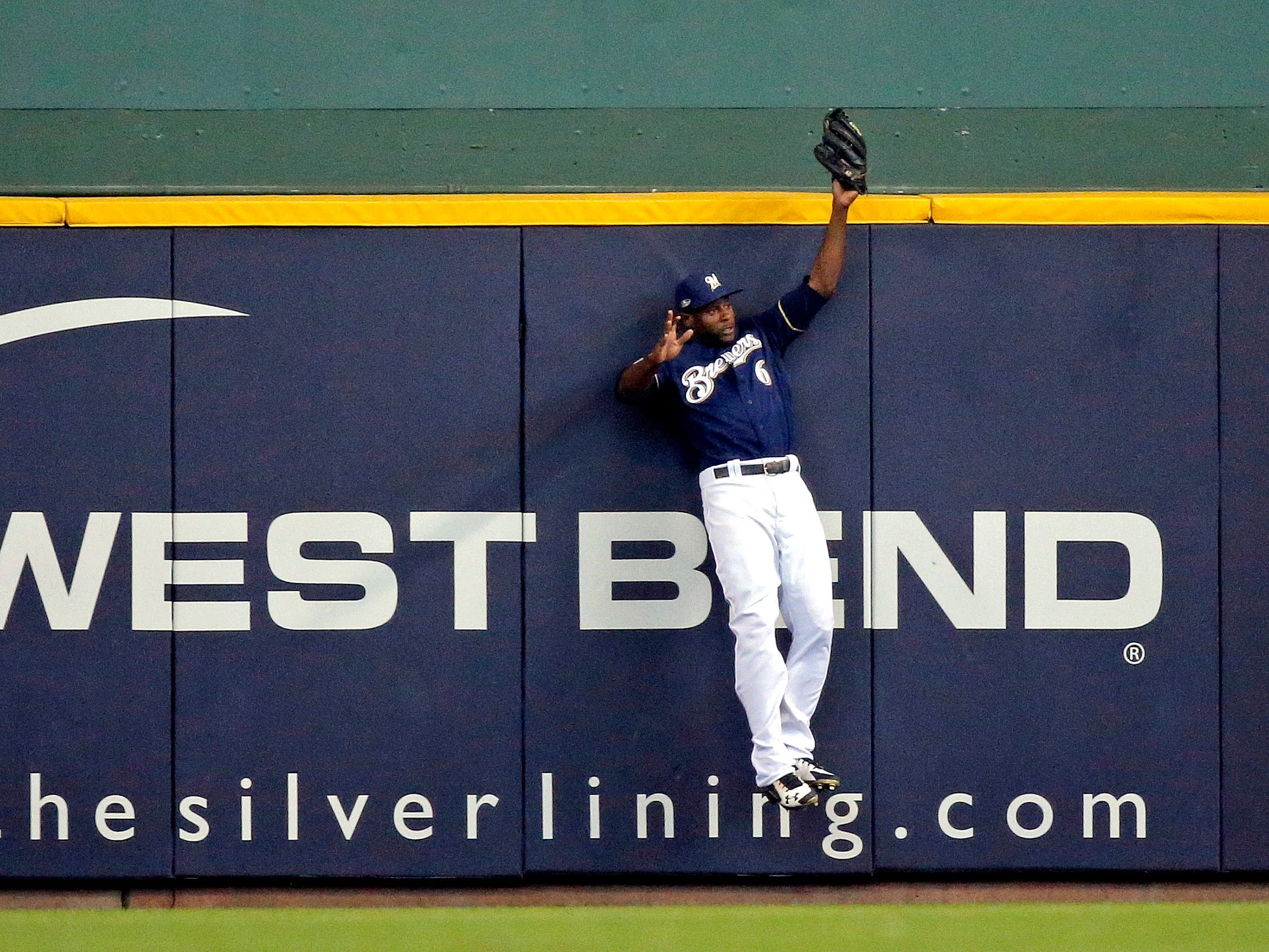 NLDS Game 2: Brewers center fielder Lorenzo Cain robs David Freese of a home run in the first inning.
