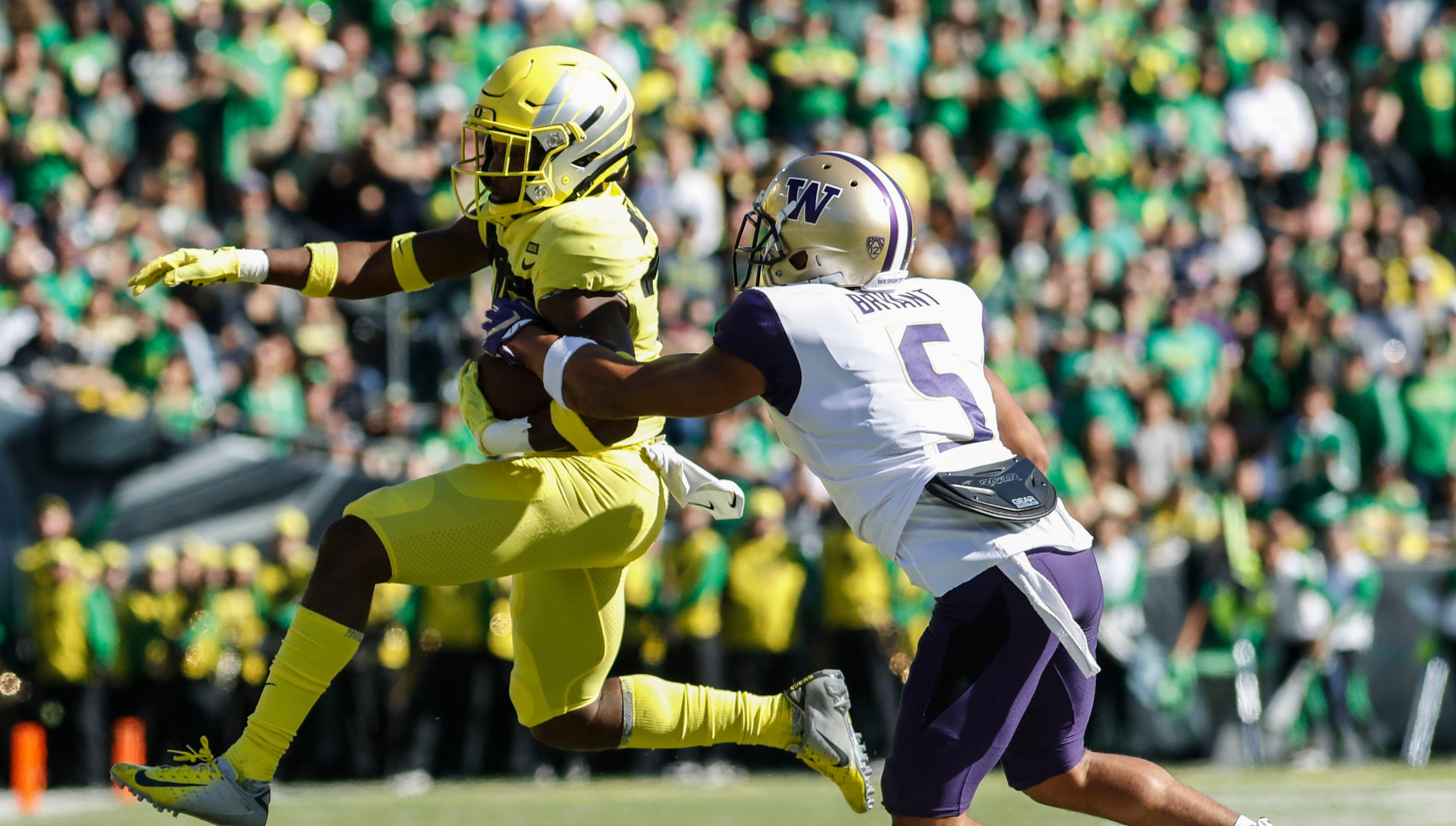 Oregon wide receiver Jaylon Redd (30), outruns Washington defensive back Myles Bryant (5).