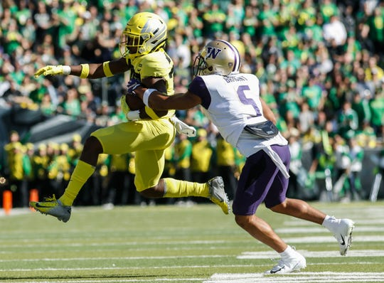 Oregon wide receiver Jaylon Redd (30), outruns Washington defensive back Myles Bryant (5).