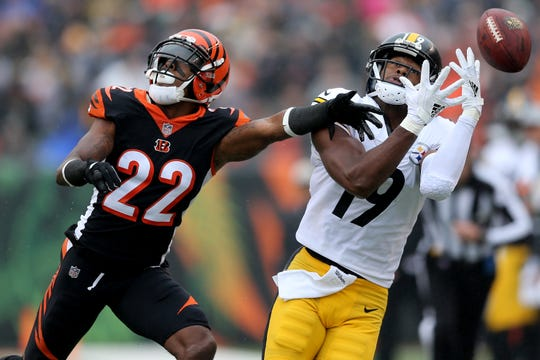 Cincinnati Bengals cornerback William Jackson (22) defends a pass against Pittsburgh Steelers wide receiver JuJu Smith-Schuster (19) in the first quarter during the Week 6 NFL game between the Pittsburgh Steelers and the Cincinnati Bengals, Sunday, Oct. 14, 2018, at Paul Brown Stadium in Cincinnati. It was tied 14-14 at the half.