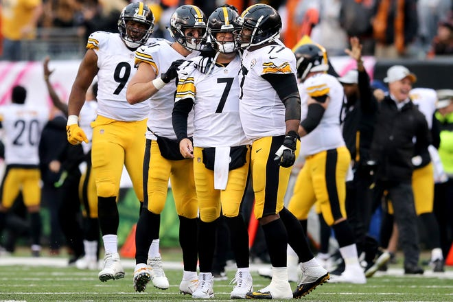 Pittsburgh Steelers quarterback Ben Roethlisberger (7), center, is congratulated by the offensive line after throwing the go-ahead touchdown pass in the fourth quarter during the Week 6 NFL game between the Pittsburgh Steelers and the Cincinnati Bengals, Sunday, Oct. 14, 2018, at Paul Brown Stadium in Cincinnati. The Pittsburgh Steelers won 28-21.