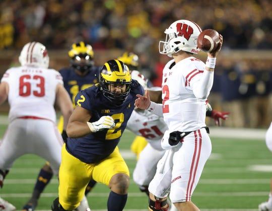 Michigan's Carlo Kemp rushes Wisconsin quarterback Alex Hornibrook during the second half Saturday, Oct. 13, 2018 at Michigan Stadium in Ann Arbor.